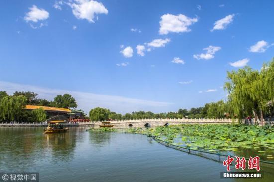 资料图:北京蓝天。赵熔 摄 图片来源:视觉中国