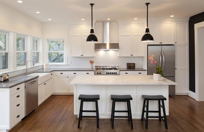 上增加吧台等,无论是美观性还是实用性方面都是要比封闭式厨房更加好.
