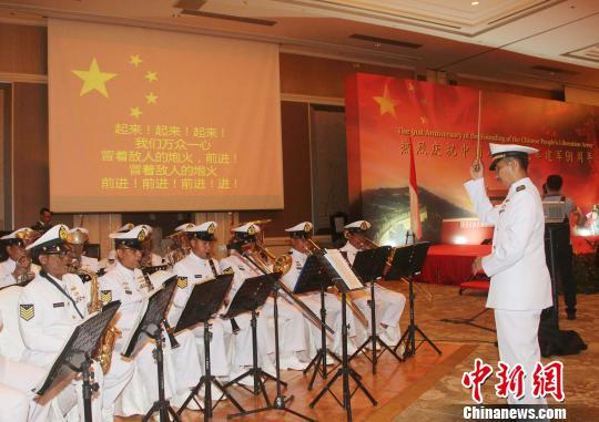 图为印尼海军军乐队到场演奏中印尼两国国歌。 林永传 摄