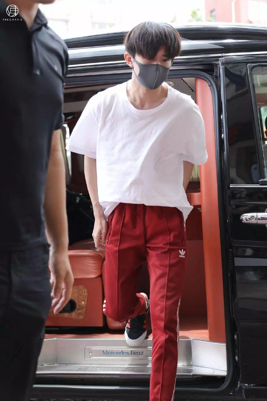 王俊凯任嘉伦都爱穿这条裤子,千玺更是从冬天穿到夏天!时尚百搭