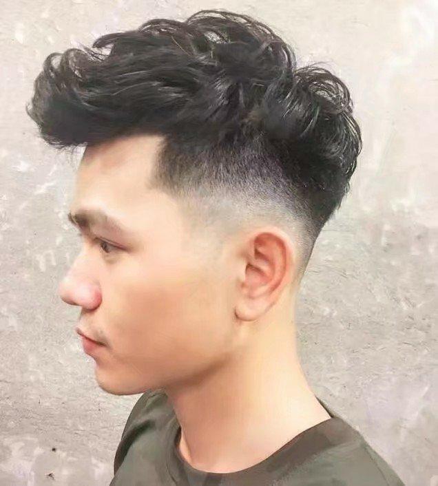 头发少两边还炸的男生,适合什么发型?