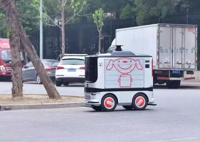 京东方面,利用ai机器人技术,实现了智能配送常态化,现目前,京东物流已经从各地抽调配送机器人驰援武汉.
