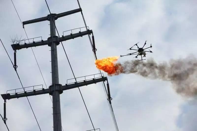 无人机还能喷火?你敢信?
