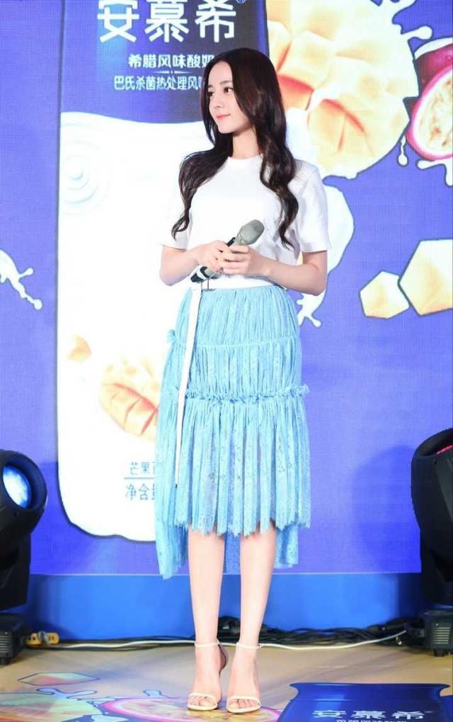 杨颖工作室艺人李诗颖撞脸热巴?但气质和衣品