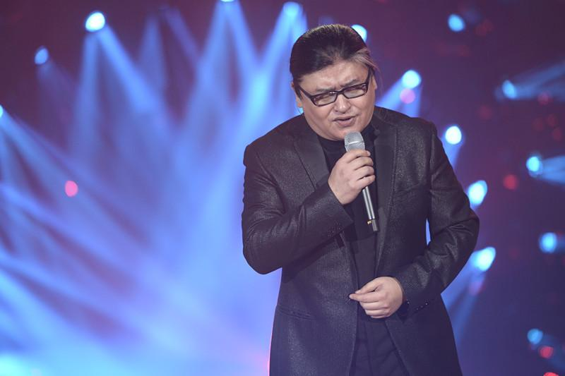 刘欢股骨头手术_54岁刘欢近照变瘦显年轻,曾因股骨头坏死停业一年
