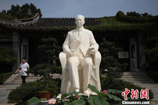 梅兰芳汉白玉塑像由雕塑大师刘开渠雕塑。 泱波 摄
