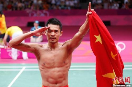 资料图:2012年伦敦奥运羽毛球男子单打林丹夺金。 记者 盛佳鹏 摄