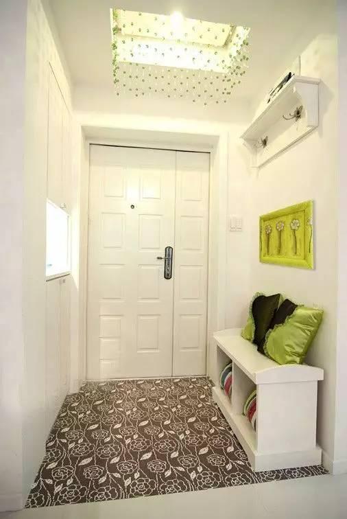 客厅玄关 :的设计必须与整体房屋风格相融洽,又起到装饰作用.