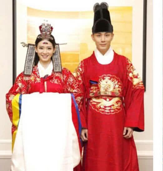 女星的中式婚服:戚薇60分刘诗诗95分,她的给100分都不图片
