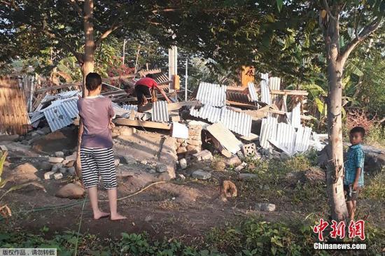 当地时间7月29日晨,印尼龙目岛发生里氏6.4级地震,震源深度10千米,已造成至少3人死亡数十人受伤、多处房屋和建筑物受损。