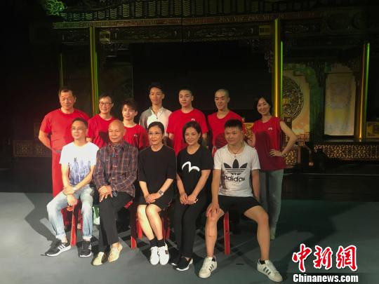 香港八和会馆艺术总监罗家英:我给这次成都的演出打70分