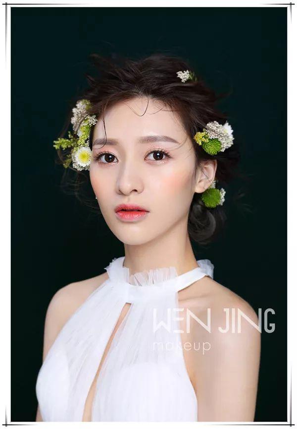 鲜花新娘造型是当下化妆师宝宝们不可或缺的技能之一, 但是总在需要图片