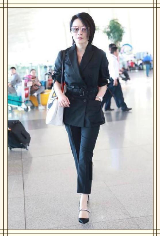 王菲真装,西瓜卫衣搭蓬蓬裙,48岁活脱脱嫩视频粉色王鸭图片