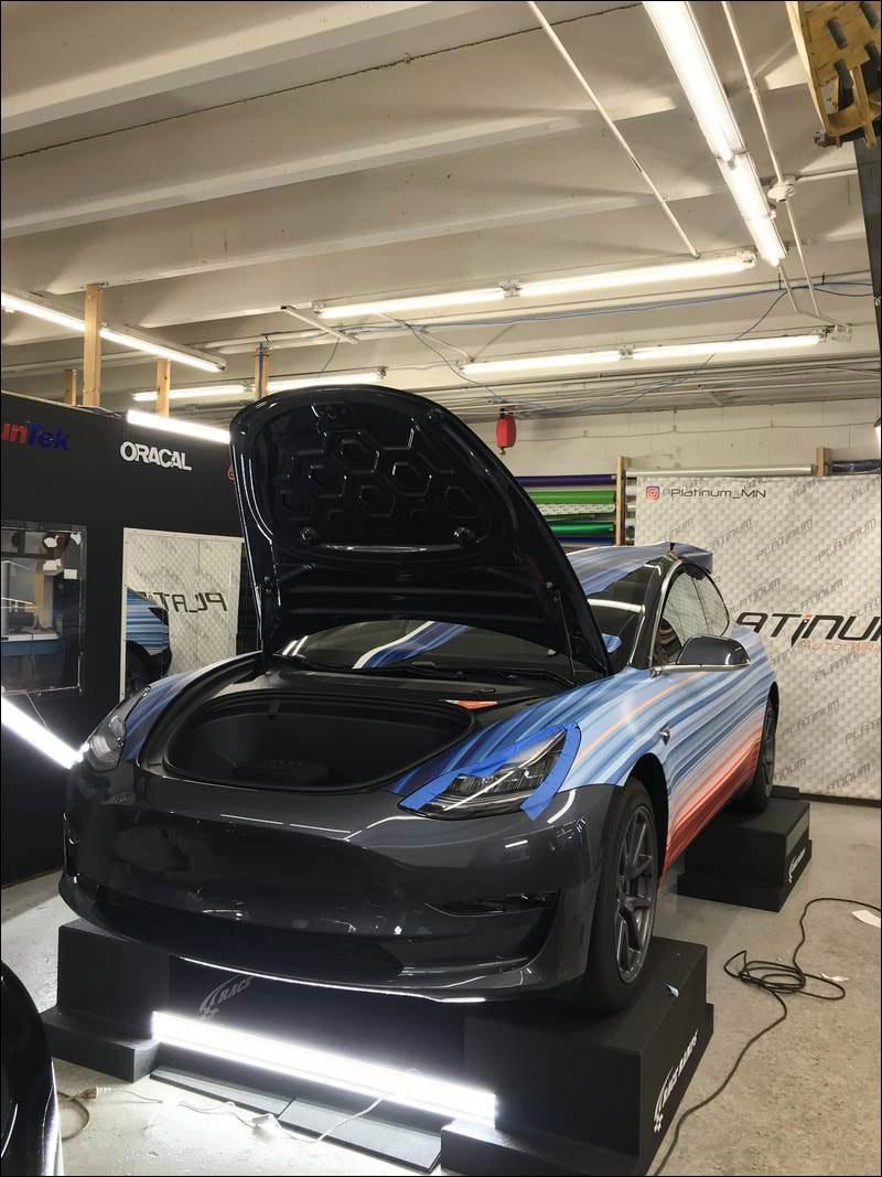 将最新款特斯拉汽车涂成全球气温变化颜色,车主目的让人肃然起敬