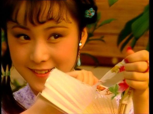 晴雯最有名的一个片段就是第三十一回她撕扇子做千金一笑,一般现代人