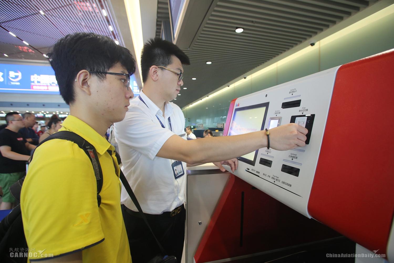 哈尔滨机场自助行李托运系统启用