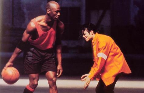 连签马龙奥拉朱旺 当年迈克尔·杰克逊是怎么打入NBA的