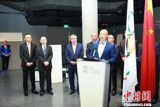 中国陶瓷大师吕俊杰在展览开幕式上致辞。主办方供图