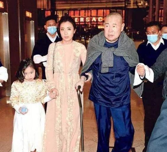 刘銮雄长女被甘比女儿40亿身家碾压,500亿被分走