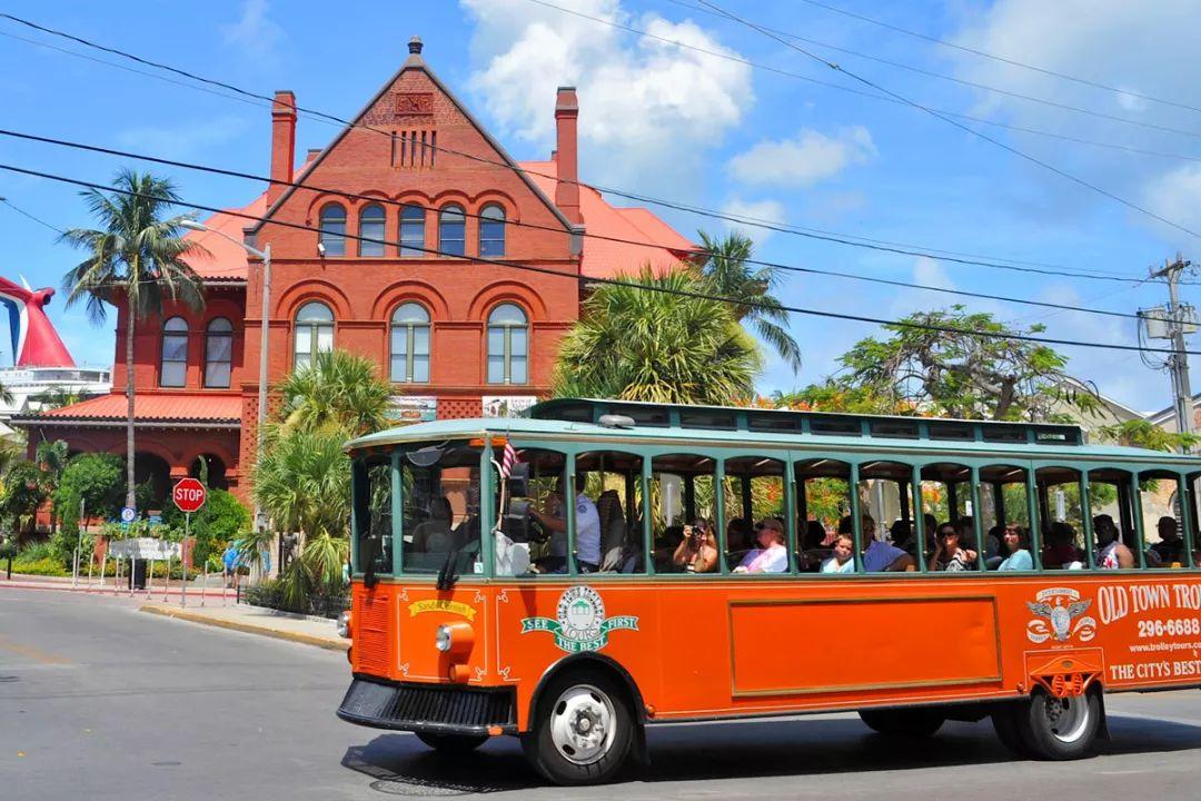 跳上这十地的观光巴士 扑面而来最酷的游城