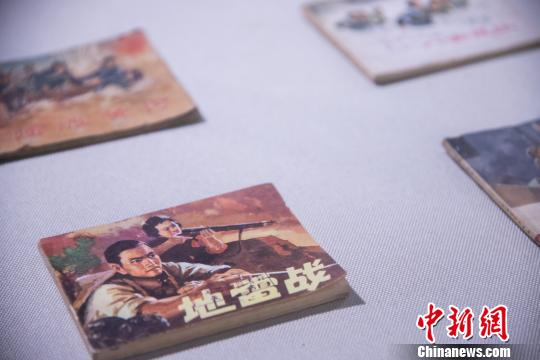 """连环画(俗称""""小人书"""")是中国博大精深的传统文化中的一颗璀璨明珠。 李南轩 摄"""