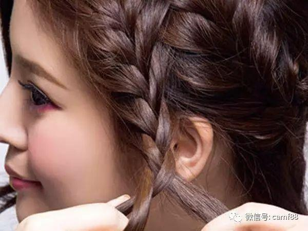 超甜美侧刘海编发教程图解,打造出不对称美感!