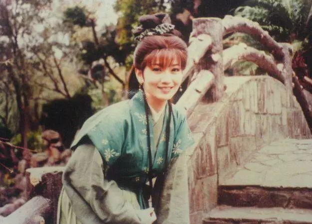 赵雅芝拍摄新白娘子传奇时已经38岁了 你可曾见过她18岁的样子