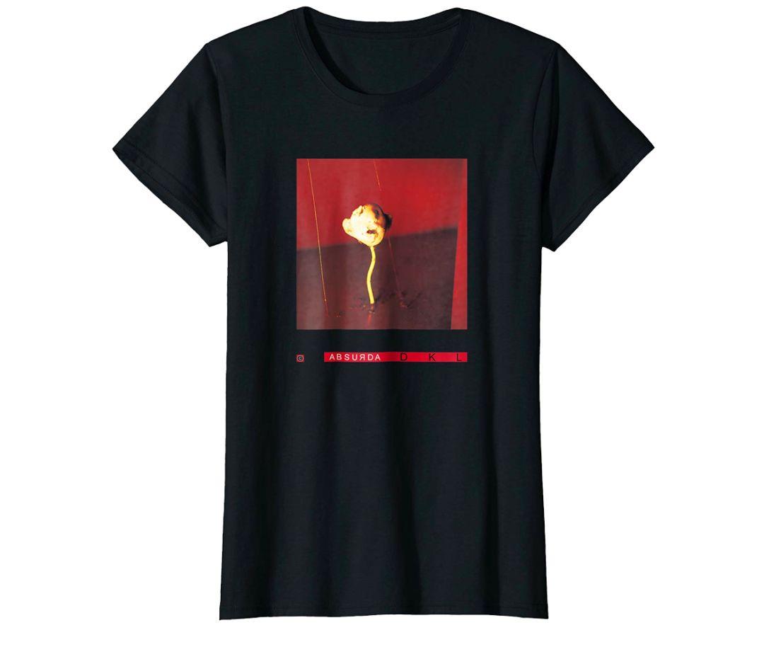 这些t恤均为林奇自己设计,据说他在儿时的志向就是做一个书画印刻艺术