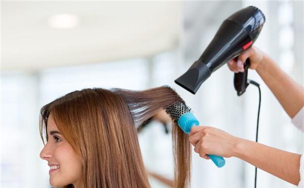 电吹风真的伤害头发吗?图片