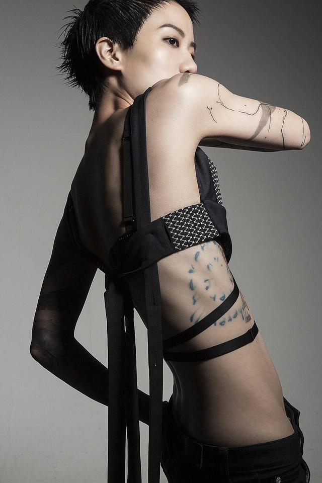 女歌手卢凯彤坠楼身亡,生前因出柜饱受争议:每天都想自杀
