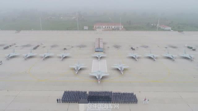 中国海军列装世界先进高教机 领先美军T-X