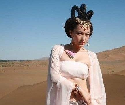 张馨予大旗英雄传剧照_2007年,张馨予参演古装剧《大旗英雄传》,正式出道.