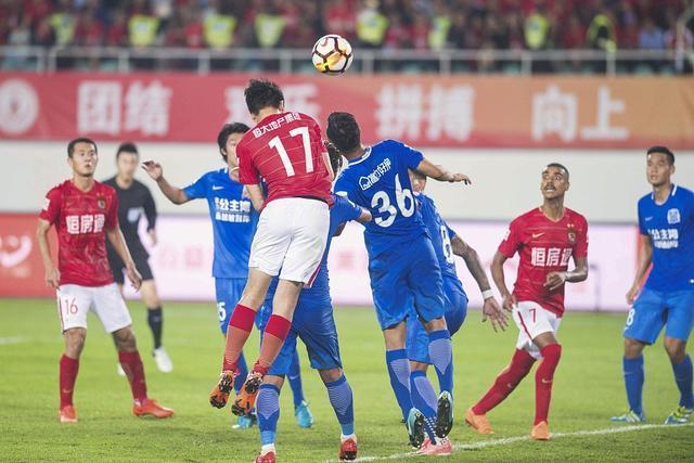 广州德比前恒大收到一好消息:对方主力球员累计4张黄牌停赛
