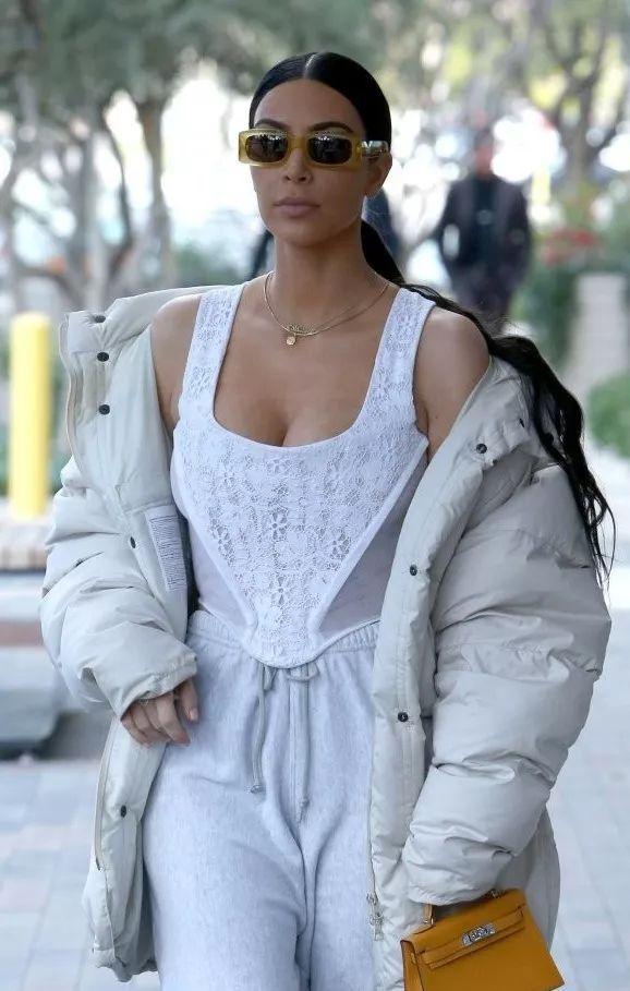 时尚衣服病毒式流行 盘点18年时尚圈的网红元素