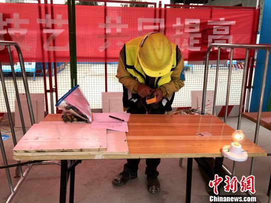 """青海建筑业企业农民工比拼""""实战""""技能"""