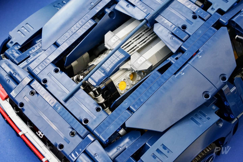 当然,这只是乐高机械组的产品之一,更为精密的是这些小车的动力