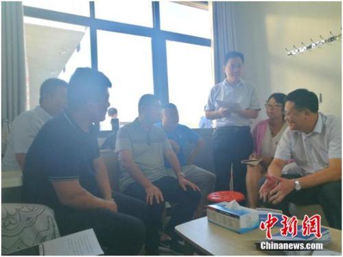 图为徐海在接受媒体采访。 谢艺观 摄