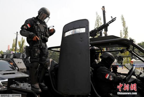 当地时间2018年8月1日,印尼雅加达,印尼特种部队举行反恐演习,为无确保2018年亚运会安全做准备。印尼亚运会将于8月18日至9月2日举行。
