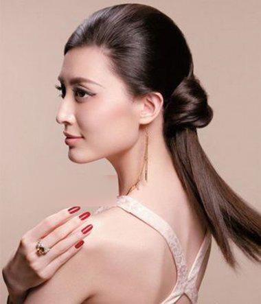 > 正文   国外女生中长发侧分刘海梳发造型银黄色的头发,闪烁出无限