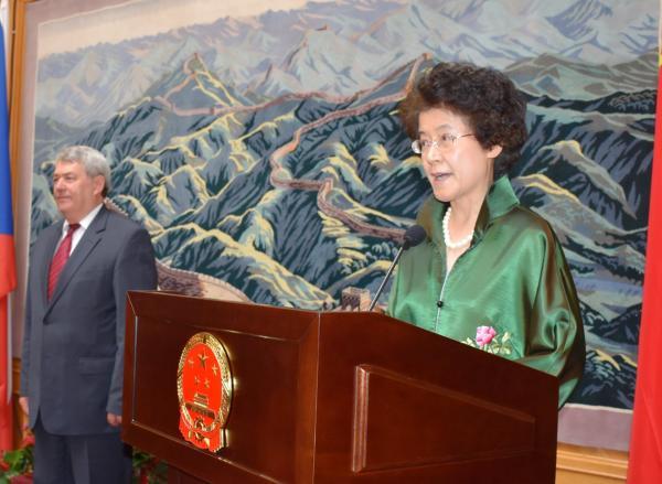 资深女外交官将结束外交生涯 曾在黄岩岛对峙期间斡旋