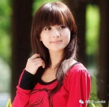 宽额头女生适合的发型,甜美刘海!图片