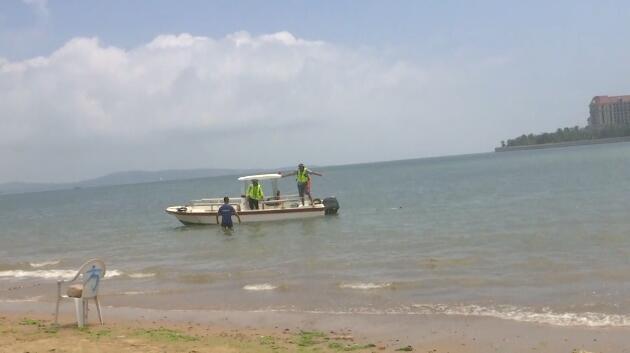 北京8岁双胞胎女孩在青岛海滩失踪,已发现一人漂浮海上身亡