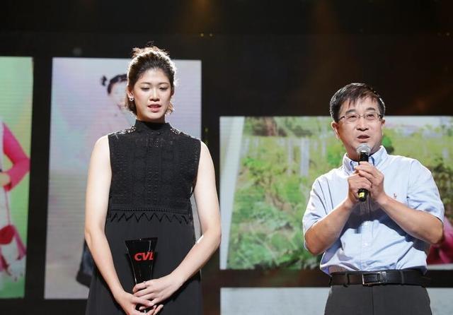 女排颁奖最惊艳之人考虑退役 李盈莹瘦了一人却更胖了