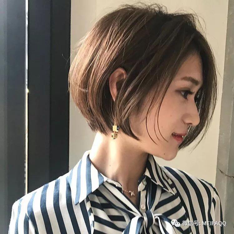 最火短发女_2018新款短发烫发图片
