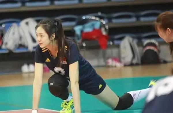 郎平相中美女二传19岁退役 颜值超昔日最美女排队长