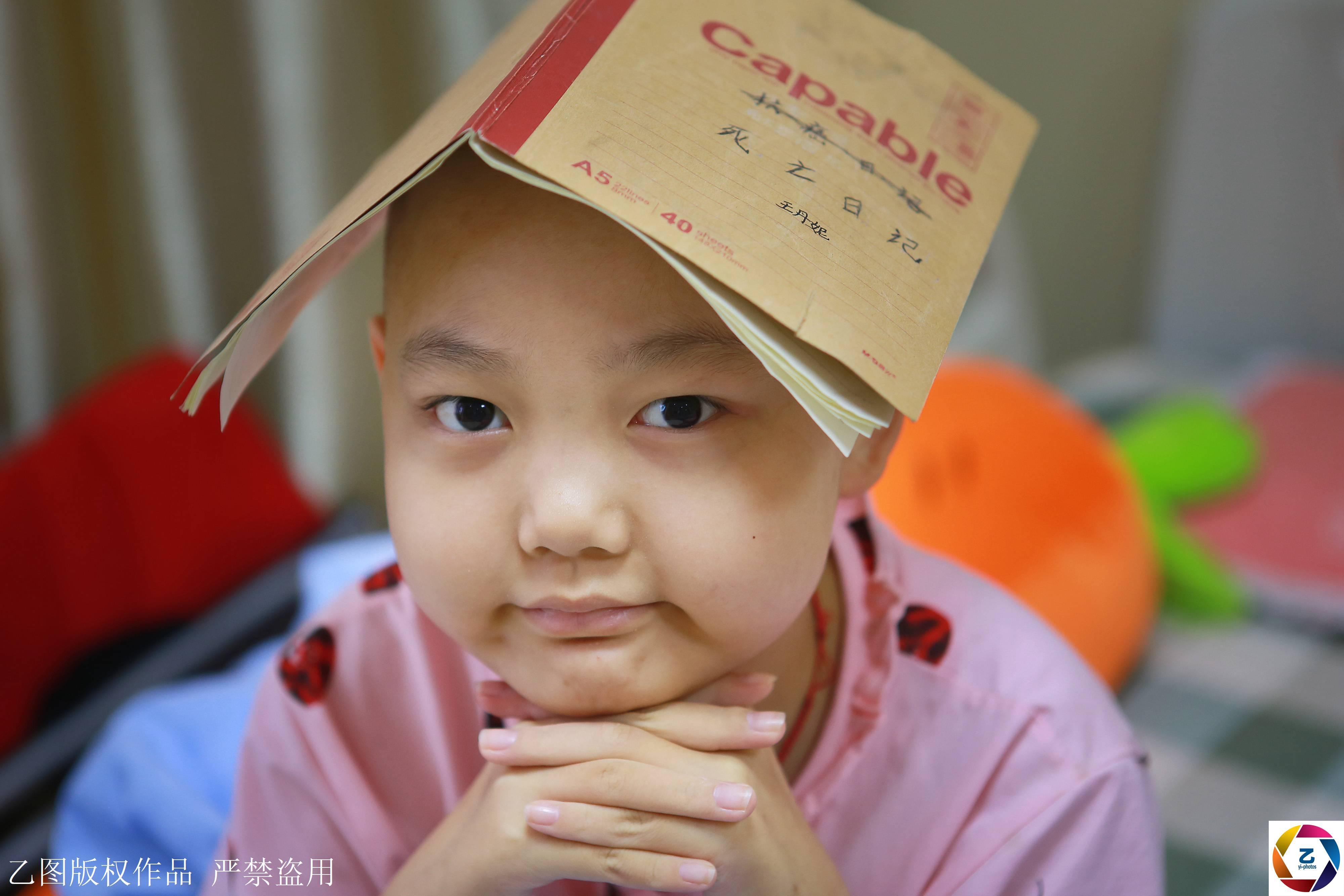 """11岁白血病女孩写下""""死亡日记"""",陌生人一次为其捐22万"""