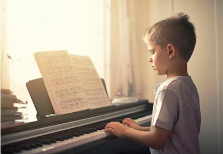 跟风让孩子学习钢琴到底对不对?作为一个家长,我是这样想的.