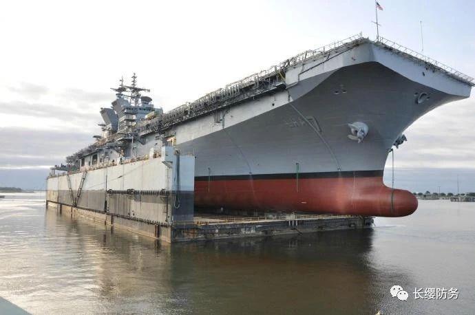 除了龙门吊,世界海上维修这种万吨装备都要从我国购买