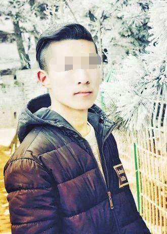 女子被三歹徒殴打 16岁少年见义勇为被刀刺中大腿