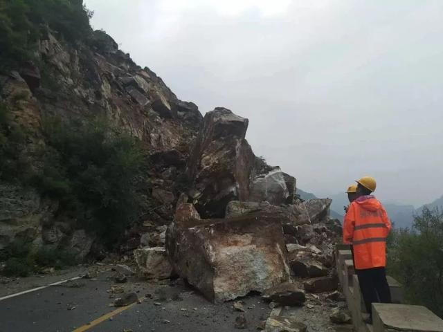 视频太震撼!北京房山发生大面积山体塌方